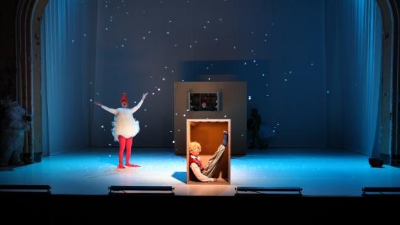 Die Weihnachtsgans Auguste/ Theater an der Parkaue/ Jakob Kraze, Kinga Schmidt Foto: Christian Brachwitz
