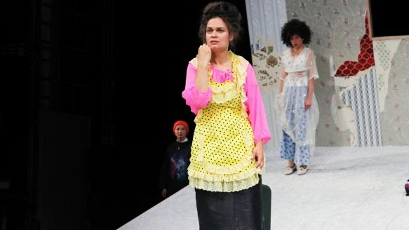 Theater an der Parkaue/ Ratten/ Kinga Schmidt, Elisabeth Heckel, Nina Wyss Foto: Christian Brachwitz