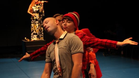 Theater an der Parkaue/ Böse Kinder/ Geige: Judith Retzlik, Thomas Pasika, Nina Wyss/ Foto: Christian Brachwitz