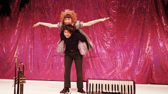 Die erstaunlichen Abenteuer der Maulina Schmitt/ Theater an der Parkaue/ Robert Zimmermann, Nina Wyss, Foto: Christian Brachwitz