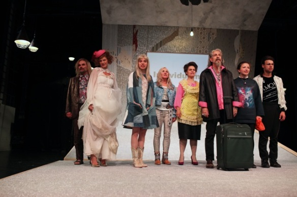 Theater an der Parkaue/ Ratten/ Elisabeth Heckel, Nina Wyss, Kinga Schmidt, Denis Pöpping, Mira Tscherne, Jakob Kraze, Birgit Berthold, Foto: Christian Brachwitz