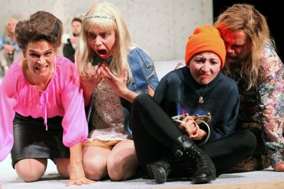 Theater an der Patkaue/ Ratten/ Elisabeth Heckel, Nina Wyss, Kings Schmidt, Denis Pöpping Foto: Christian Brachwitz